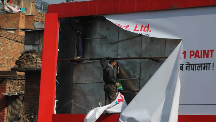 गृहमन्त्रीको निर्देशनपछि हट्दै काठमाडौंभित्रका होर्डिङ बोर्ड «       Pariwartan Khabar